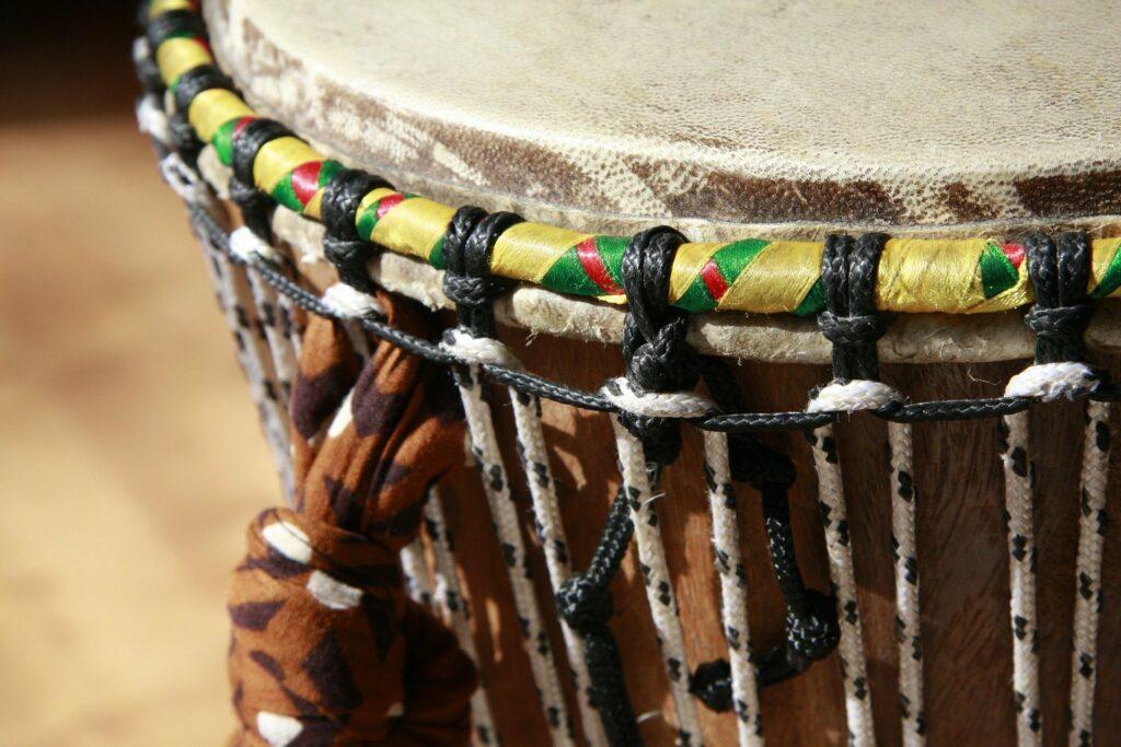 Foto de un Djembe, un instrumento de percusión africano