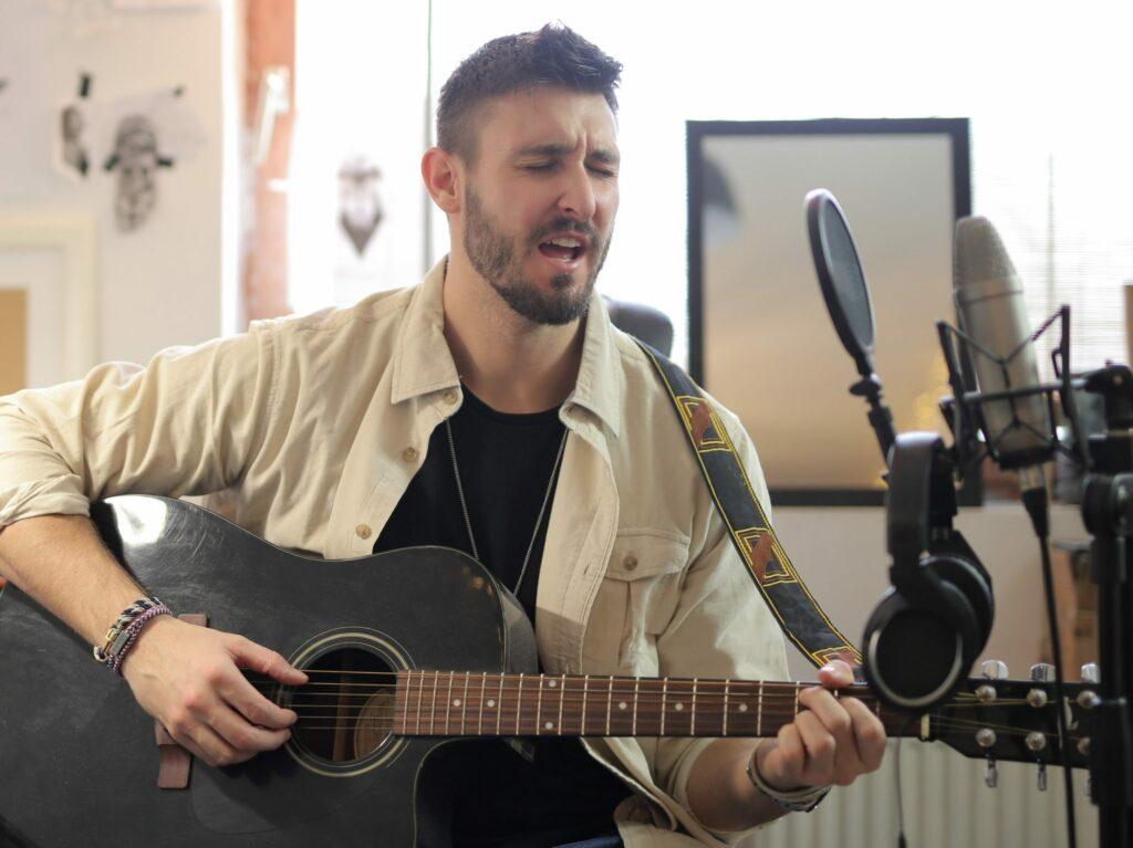 Un alumno en la clase de canto en Zaragoza Damvibes
