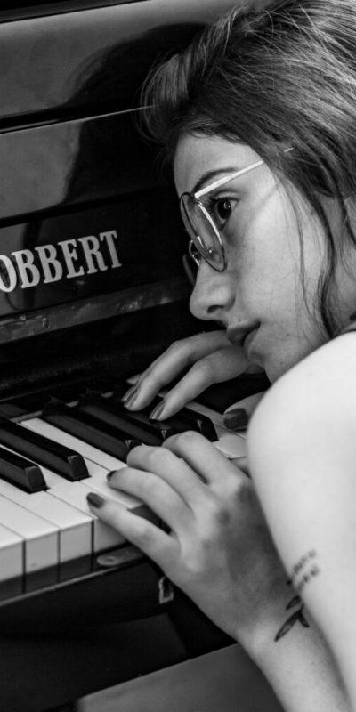 Foto de una profesora de música