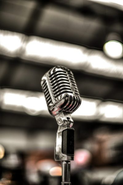 Photo of a voice microphone in a live singing session in Luxembourg